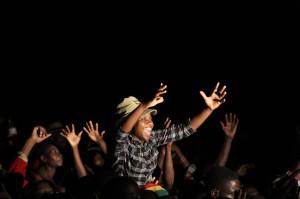 Annie-Mpalume_Crowd-cheering